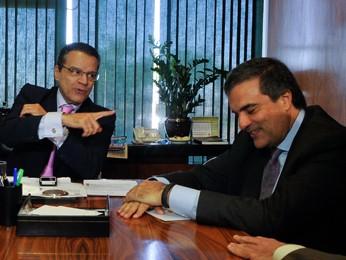 O ministro José Eduardo Cardozo (dir.) durante visita ao presidente da Câmara, Henrique Eduardo Alves (esq.) (Foto: Antonio Cruz / Agência Brasil)