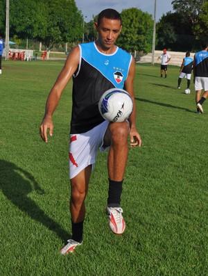Marcelão encara a responsabilidade de ser capitão a estreia do River-PI no Campeonato Piauiense (Foto: Renan Morais/GLOBOESPORTE.COM)
