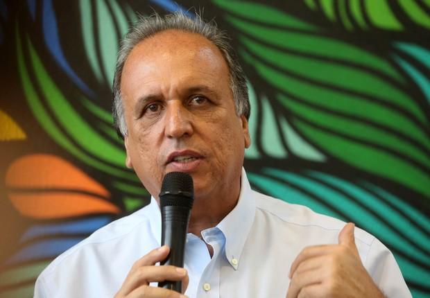 O governador Luiz Fernando Pezão durante inauguração da sede do Parque Estadual Cunhambebe (PEC), em Mangaratiba, no sul Fluminense (Foto: Shana Reis/ GERJ)
