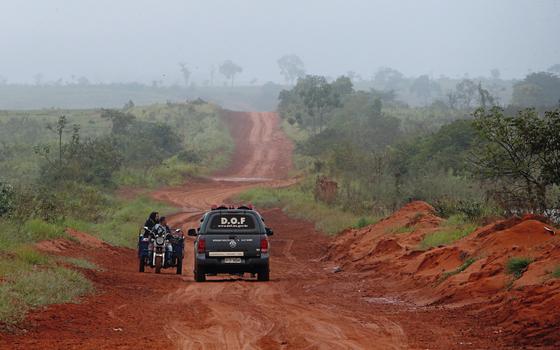Estrada na  fronteira.O aumento nas apreensões exige aumento de local para estocar drogas. (Foto:  Adriano Machado/ÉPOCA)