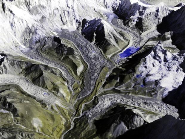 Imagem gerada por satélite mostra a região da geleira de Imja, no Nepal (Foto: T. Bolch/Universidade de Zurique/Divulgação)