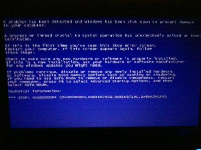 Falha da atualização do Windows 7: tela azul impede o boot do sistema (Foto: Reprodução/ Facebook)