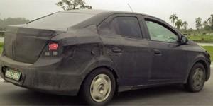 Chevrolet Onix sedã flagrado em SP (Foto: Carlos Antônio Porto Junior/VC no AutoEsporte)