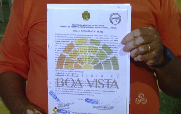 Moradores de três bairros foram contemplados com títulos definitivos de terrenos (Foto: Bom Dia Amazônia)