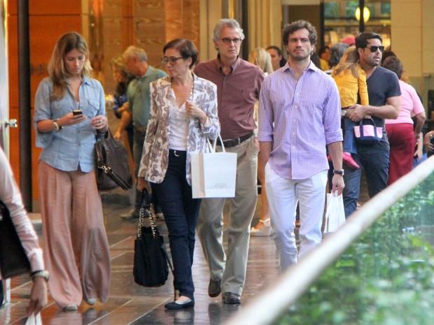 Lilia Cabral e Paulo Rocha em shopping no Rio (Foto: Daniel Delmiro/ Ag. News)