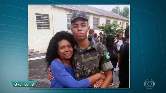 Mãe reconhece soldado morto afogado em quartel e diz que filho reclamava de 'tratamento rígido'