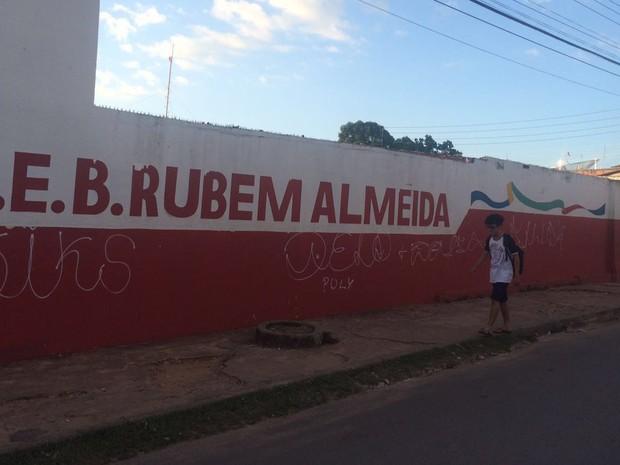 Alunos foram alvejados próximos da escola pública Rubem Almeida em São Luís (Foto: Marcial Lima/TV Mirante)
