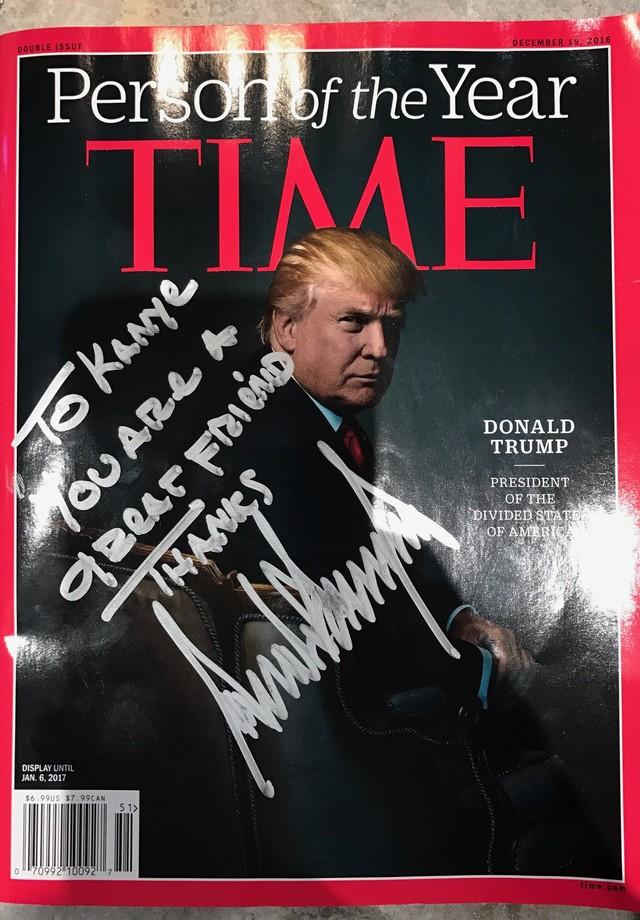 Revista Time autografada pro Trump para Kanye (Foto: Reprodução)