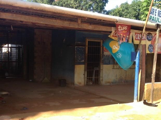Usuário de drogas, rapaz leva cinco facadas em bar na Zona Leste de Porto Velho (Foto: Gaia Quiquiô/G1)
