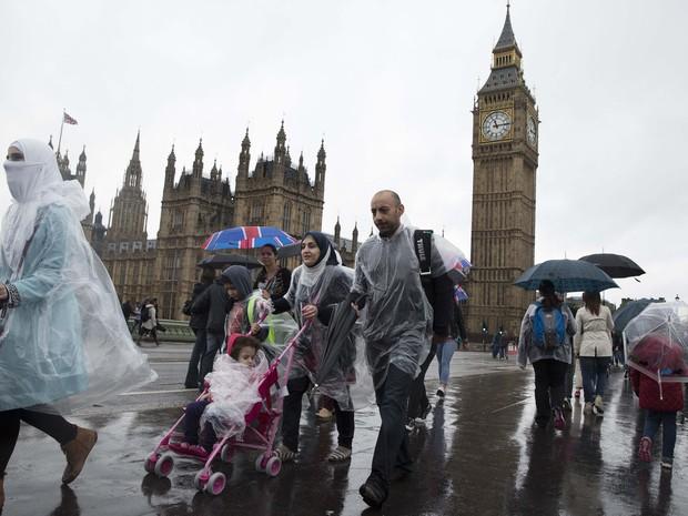 Furacão Bertha atinge o Reuno Unido neste domingo (10) (Foto: Luke McGregor/Reuters)