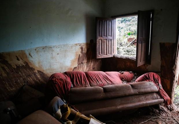 Casa destruída após rompimento da barragem e inundação de Lama: dois anos da tragédia em Mariana (Foto: José Cruz/Agência Brasil)