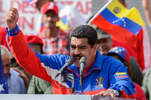 Presidente Nicolas Maduro faz discurso em cerimônia neste sábado  (Foto: AFP Photo/Federico Parra)