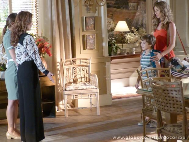 Ester cede e volta à mansão com Samuca para ficar perto de Laurinha (Foto: Flor do Caribe / TV Globo)