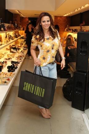 Viviane Araújo em evento em loja na Zona Sul do Rio (Foto: Anderson Borde e Marcello Sá Barretto/ Ag. News)