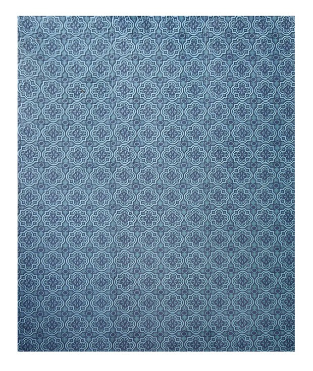A técnica de padronagem, que foi utilizada neste tapete, cria um efeito visual simétrico de estampas. As formas geométricas mais demarcadas se assemelham aos antigos azulejos portugueses e aos arabescos. Preço por metro quadrado: R$ 690  (Foto: Divulgação)