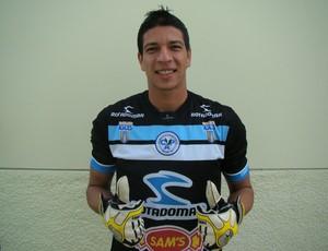 Goleiro do Porto-PE  Emanuel (Foto: Vital Florêncio / GloboEsporte.com)