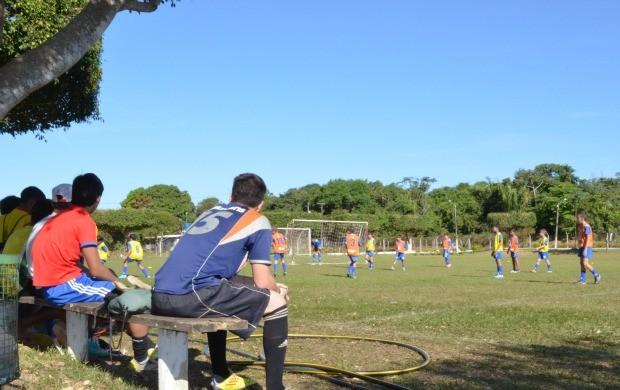 Atletas de Vilhena fizeram teste para seletiva de olheiro do Coritiba (Foto: Lauane Sena)