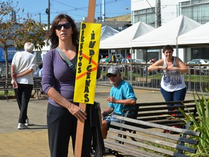 Docente de letras Fernanda luta contra atual governo (Foto: Carol Malandrino/G1)