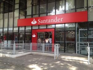 Cofre da agência do Santander foi arrombado e circuito interno gravou ação (Foto: Gil Oliveira/ G1)
