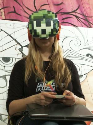 Ana Ribeiro mostra como jogar Pixel Rift (Foto: Reprodução/ TV Mirante)