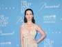 Katy Perry, decotada, e Orlando Bloom vão a evento beneficente