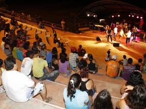 programação ocorre no anfiteatro da orla de Icoaraci, em Belém.  (Foto: Cristino Martins/ Amazônia Jornal)