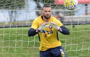 """Weverton mira titularidade na Seleção: """"Chance de mostrar um bom trabalho"""""""