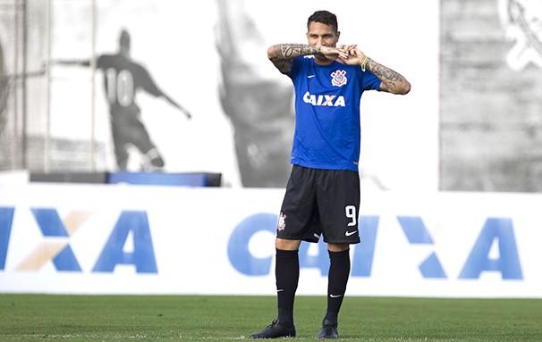 Guerrero ainda negocia seu contrato para permanecer no Timão em 2015 (Foto: Reprodução globoesporte.com)