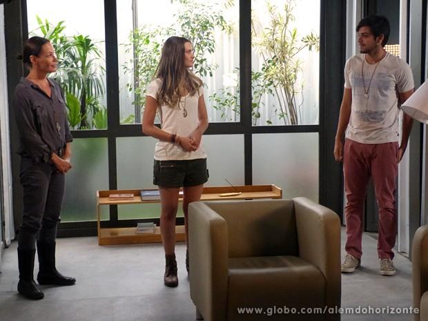 Tereza coloca Lili para dividir alojamento com Marlon (Foto: Além do Horizonte/TV Globo)