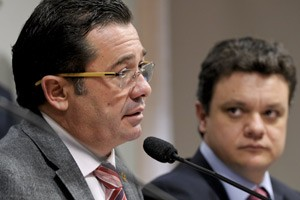 O presidente da CPI, Vital do R&#234;go, e o relator da comiss&#227;o, Odair Cunha, durante reuni&#227;o desta ter&#231;a (Foto: Lia de Paula / Ag&#234;ncia Senado)