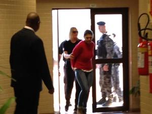 Edelvânia Wirganovicz chega à audiência do caso Bernardo em Três Passos, RS (Foto: Caetanno Freitas/G1)