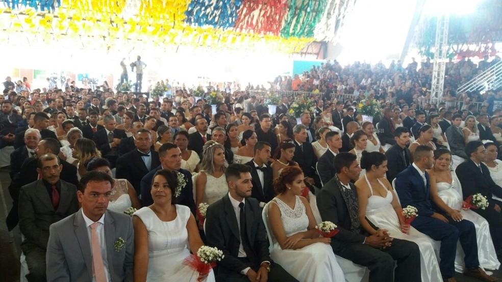 Casamento coletivo no Parque do Povo, em Campina Grande (Foto: Iago Bruno/G1)