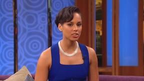 Alicia Keys em programa da TV americana (Foto: Youtube / Reprodução)