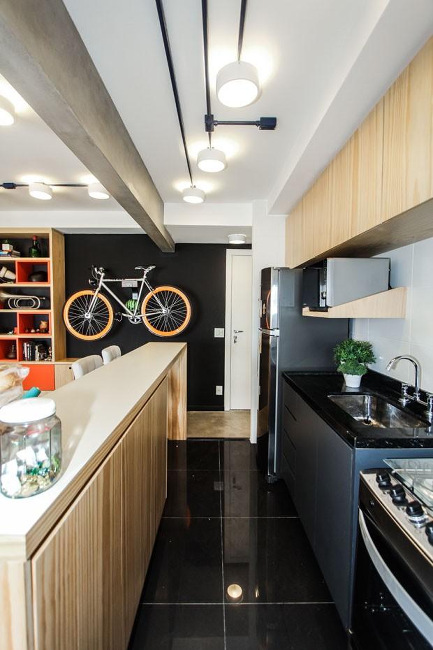 Apartamento pequeno com espaço para bike (Foto: André Laiza/Divulgação)