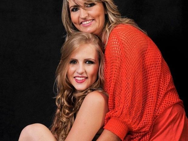 Maria Eduarda e a mãe Rejane Oliveira (Foto: Maria Eduarda/Divulgação)