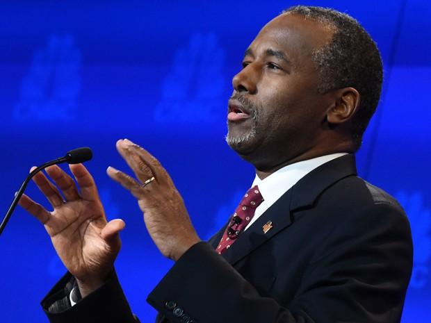 Ben Carson fala durante o debate entre pré-candidatos republicanos promovido pela CNBC na quarta (28) (Foto: AFP Photo/Robyn Beck)