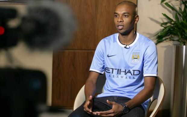 Fernandinho Manchester City (Foto: Reprodução / Site Oficial)
