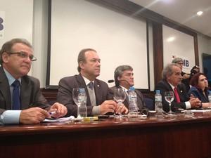Reunião de médicos ocorrida nesta quarta-feira  (Foto: Nathália Duarte/G1)