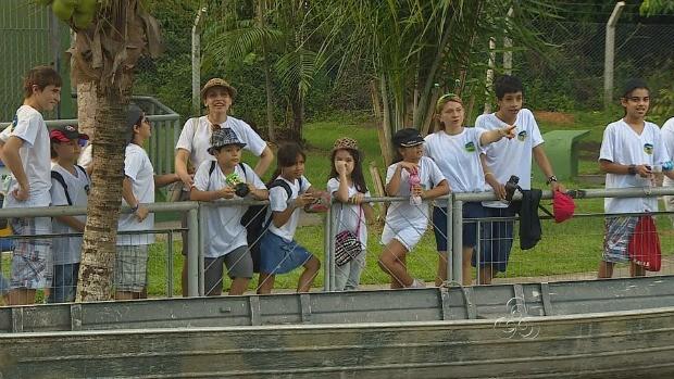 Contato com os animais facilita aprendizado (Foto: Amazônia TV)