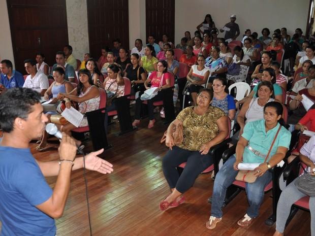 Servidores municipais aderem à greve por tempo indeterminado em Cruzeiro do Sul (Foto: Vanísia Nery/G1)