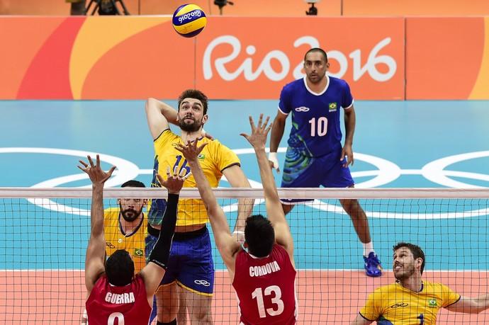 Brasil sofre 1ª derrota e Estados Unidos ressurgem no vôlei masculino