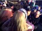 Taylor Switf ganha beijo de Harry Styles durante festa de Ano Novo