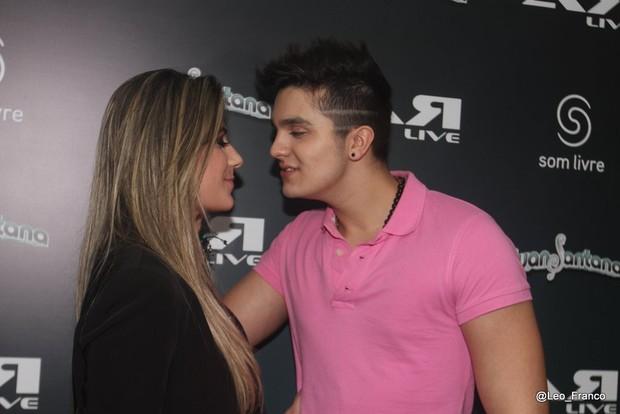 Luan Santana e a namorada (Foto: Léo Franco/AgNews)
