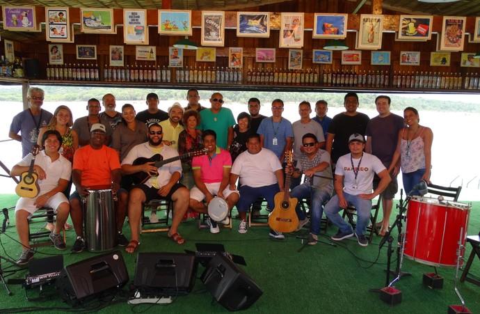 'Paneiro' comemora aniversário de Manaus com samba em um flutuante (Foto: Onofre Martins/ Rede Amazônica)