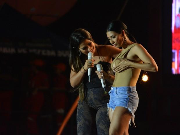 Simone e Simaria em show em Limoeiro, interior de Pernambuco (Foto: Felipe Souto Maior/ Ag. News)