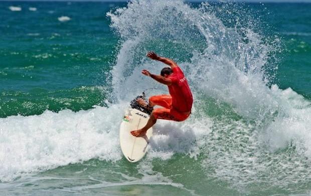 Fred Vilela surfe al (Foto: Max Interaminense)