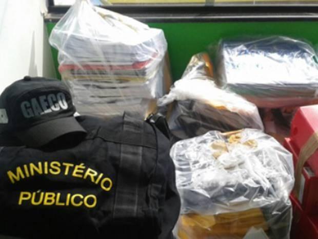 Documentos foram apreendidos pelo Ministério Público. (Foto: Divulgação/MPE)