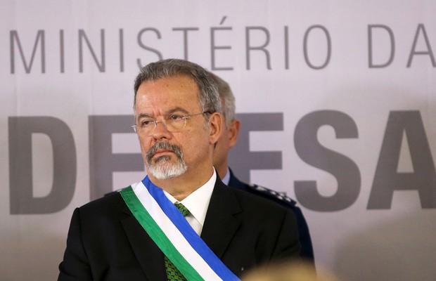 O novo ministro da Defesa, Raul Jungmann, toma posse em cerimônia no Clube da Aeronáutica de Brasília (Foto: Wilson Dias/Agência Brasil)