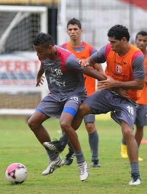santa cruz treino everton sena (Foto: Aldo Carneiro / Pernambuco Press)