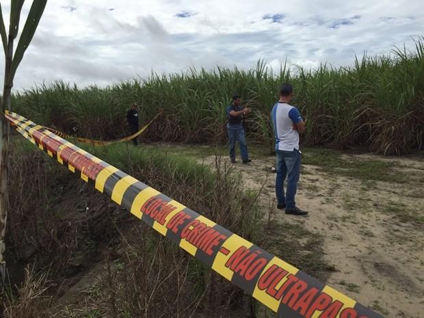 Pol�cia isolou o local onde o corpo foi encontrado (Foto: Walter Paparazzo/G1)